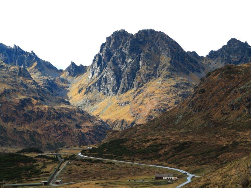 管道在多山区域 免版税图库摄影
