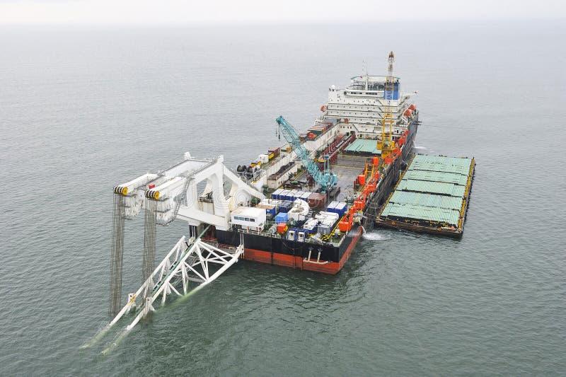 管道敷设驳船 免版税库存图片