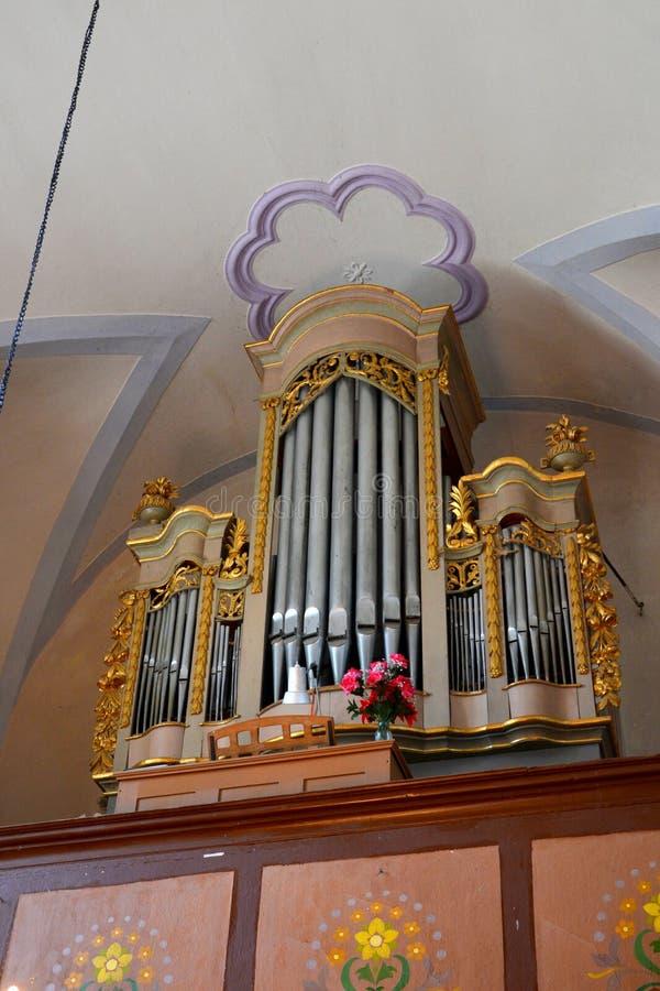 管风琴在中世纪被加强的教会里在阿夫里格,锡比乌,特兰西瓦尼亚 图库摄影