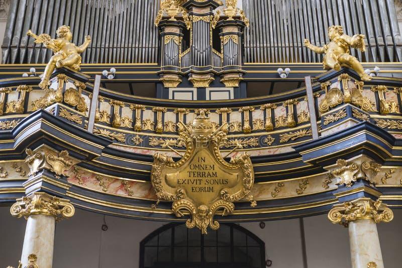 管风琴在教会里 库存图片