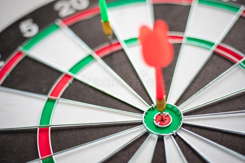 箭命中舷窗是企业行销的目标和目标作为概念 免版税图库摄影