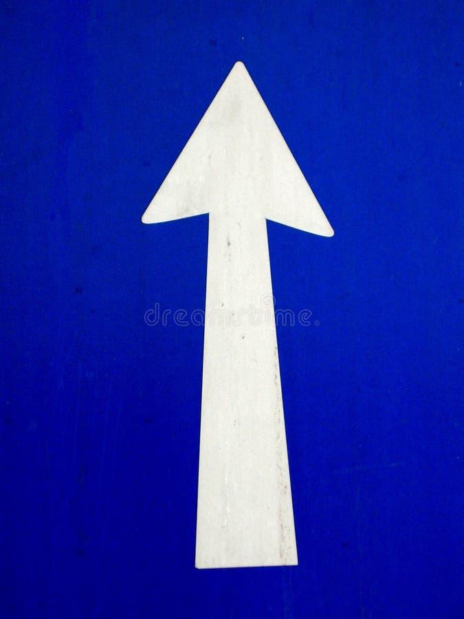 箭头蓝色去的增长  免版税库存照片