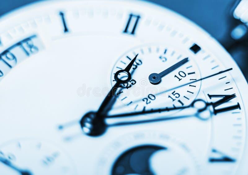 箭头机械时钟。非常浅景深和焦点o 免版税库存图片
