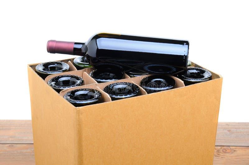 箱与瓶的酒在上面 库存照片