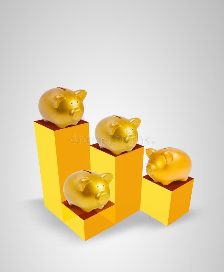 箱子的金存钱罐有高和低级白色背景 免版税图库摄影