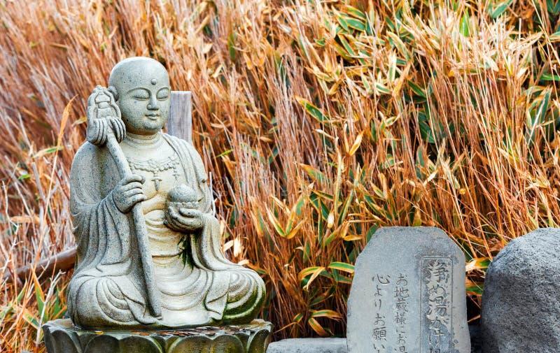 箱根,日本- 2017年11月5日:石菩萨雕象 特写镜头 库存照片