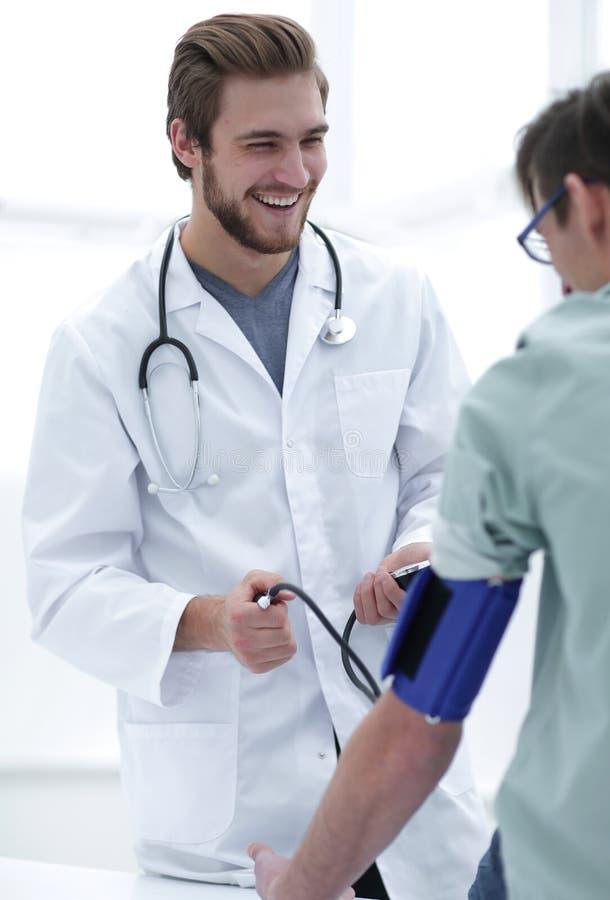 篡改做患者的定期检查 免版税库存图片