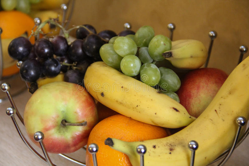 篮子丝毫新鲜水果 库存照片