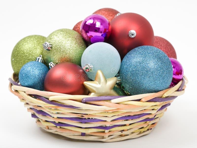 篮子圣诞节装饰品 库存图片
