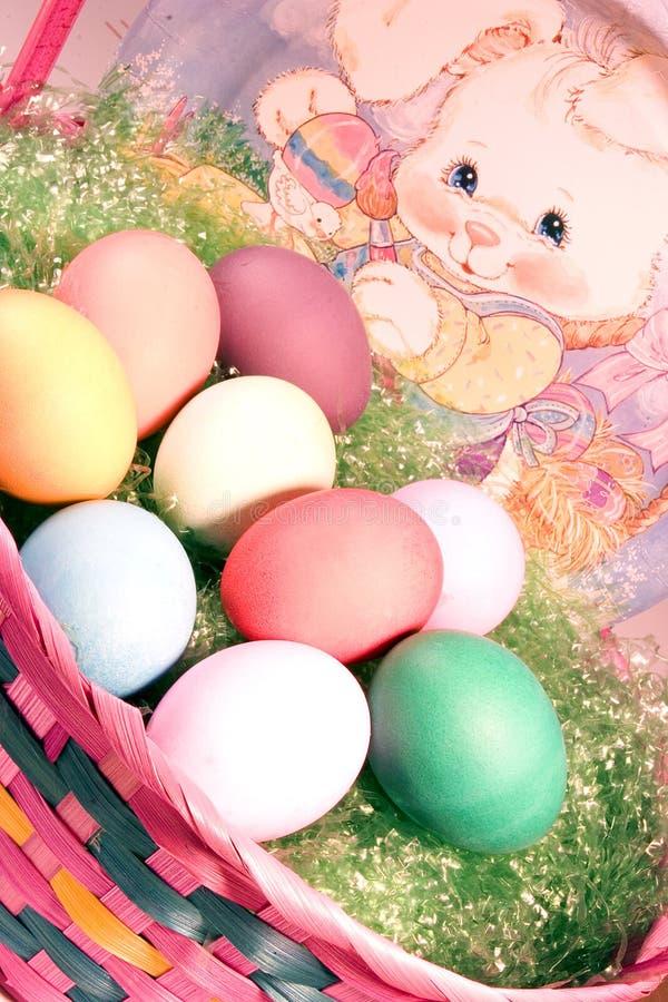 篮子复活节彩蛋 免版税库存图片