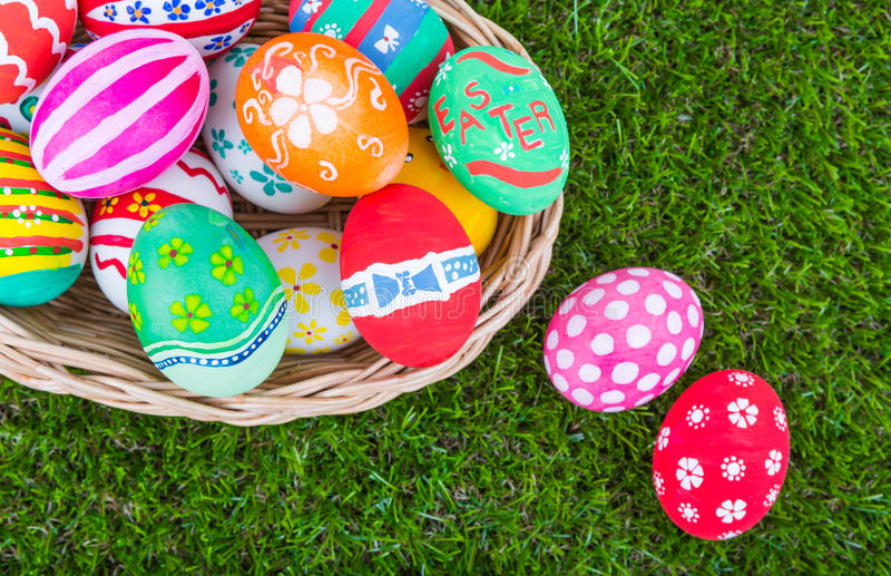 篮子复活节彩蛋 图库摄影