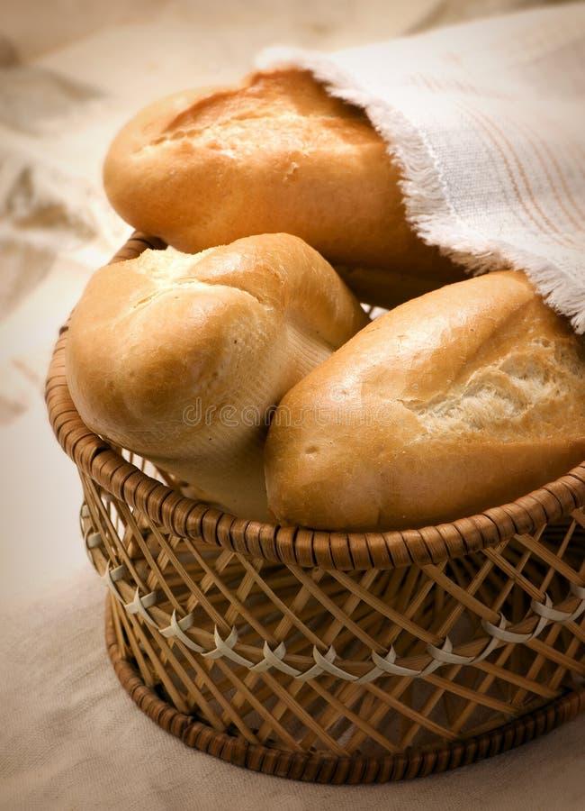 篮子小圆面包 图库摄影