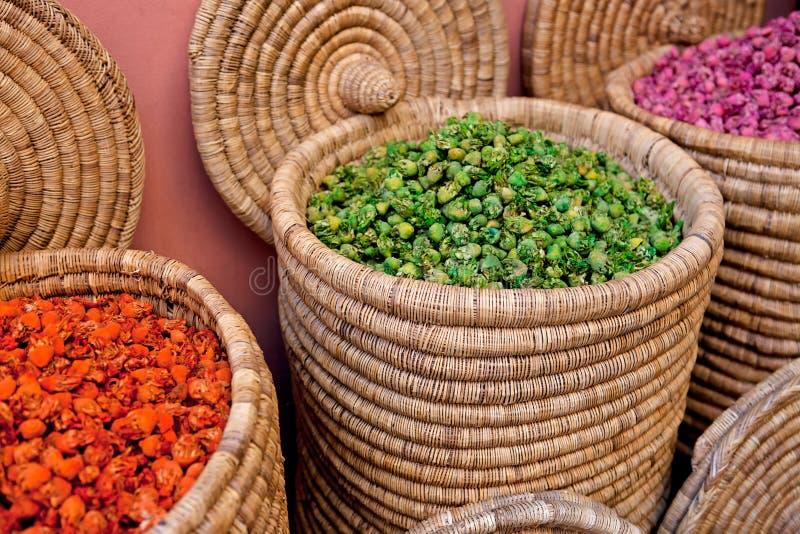 篮子摩洛哥香料存储 免版税图库摄影