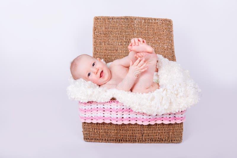 篮子的美丽的女孩婴孩 库存图片