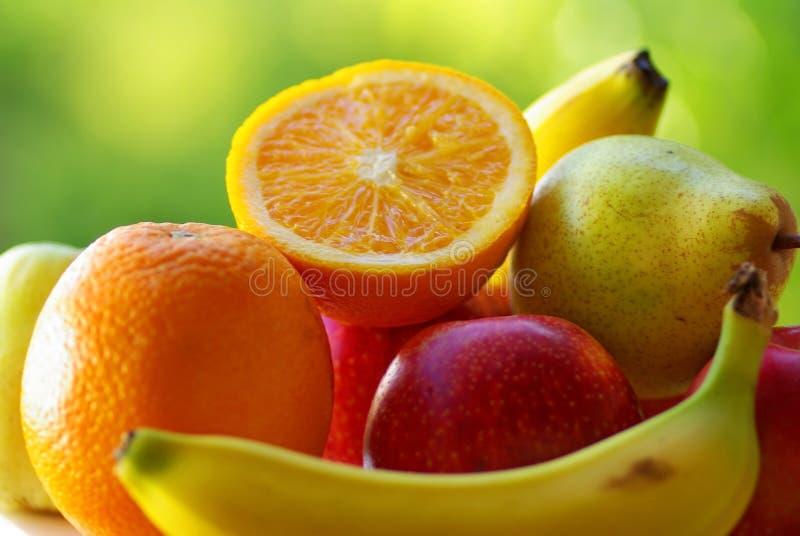 篮子色的果子 免版税图库摄影