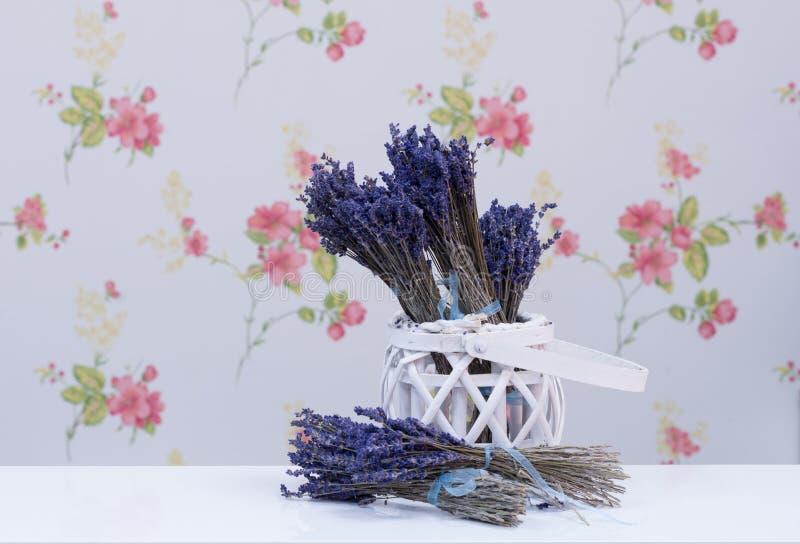 篮子花淡紫色柳条 库存照片