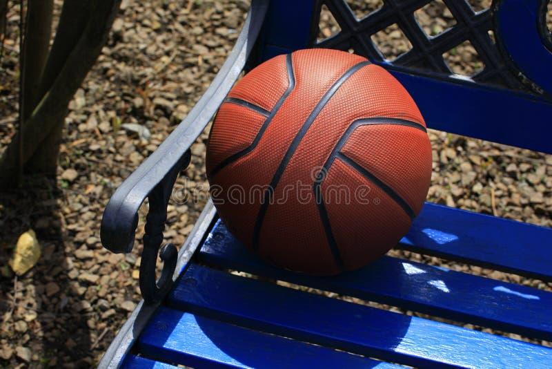 篮球公园长椅没人 免版税库存图片