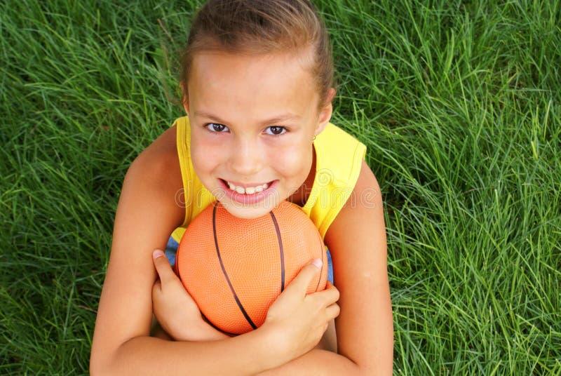 篮球女孩青春期前 库存照片
