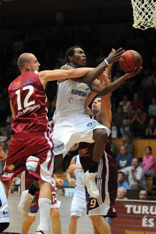 篮球比赛kaposvar salgotarjan 库存图片