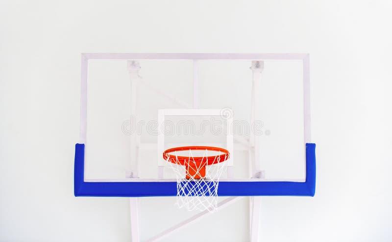篮球篮笼子,被隔绝的大蓝球板特写镜头,新的outd 免版税库存图片