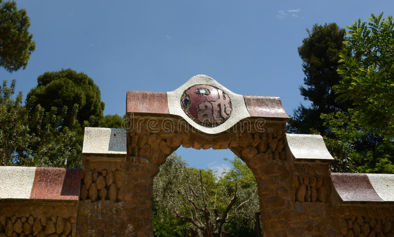 篱芭和入口对公园Guell,巴塞罗那 图库摄影