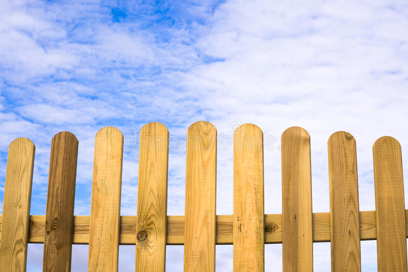 篱芭和蓝色天堂 库存照片