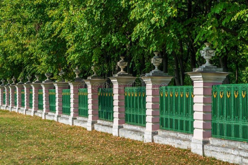 篱芭在Kuskovo公园在莫斯科 免版税库存图片