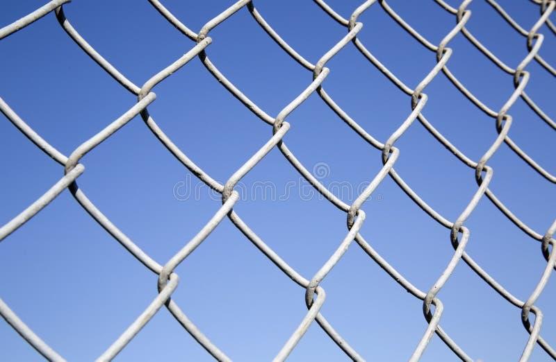 篱芭由铁丝网制成 库存照片