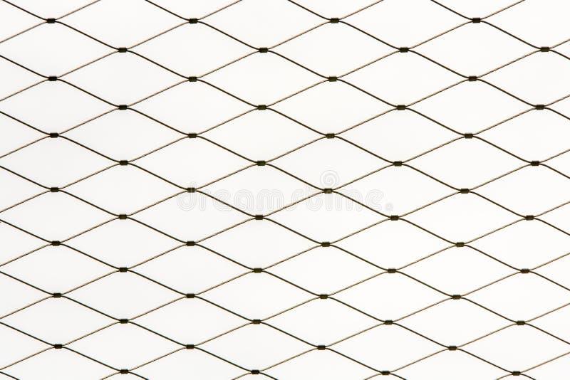 篱芭的铁丝网的样式在白色背景前面的 库存图片