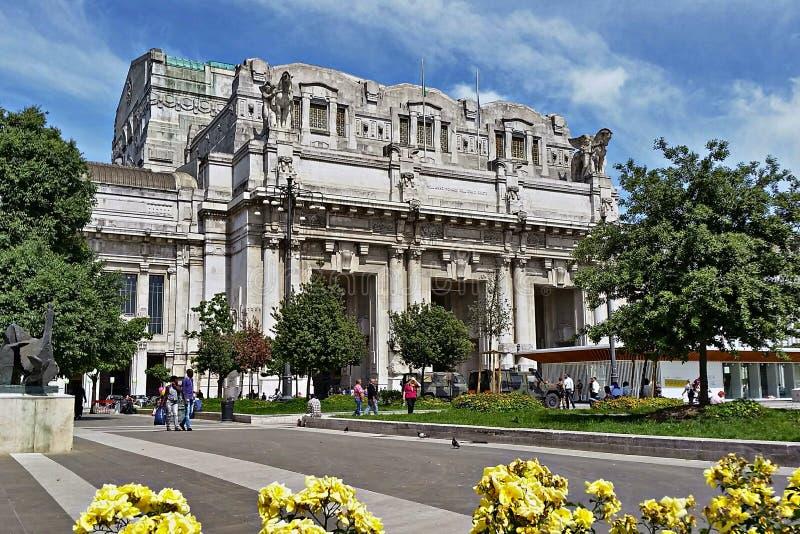 米兰中央火车站在米兰,意大利 免版税库存图片