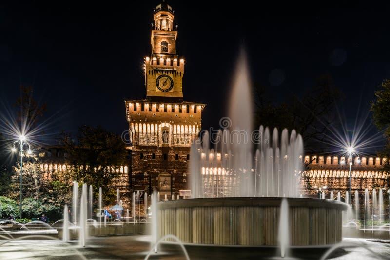米兰在夜之前:Castello Sforzesco 免版税库存图片