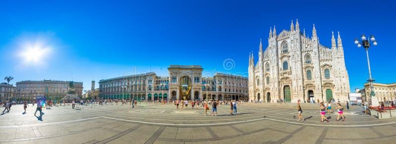 米兰大教堂, Piazza del Duomo在晚上,意大利 免版税库存照片