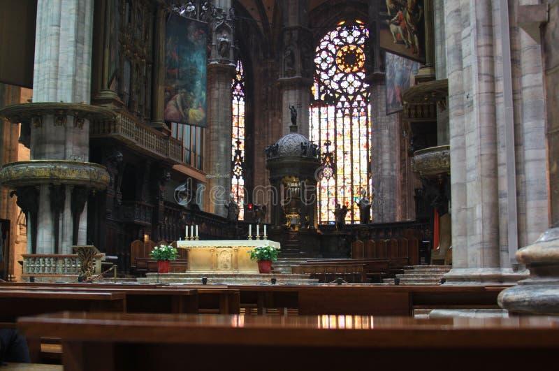 米兰大教堂(中央寺院二米兰)内部 免版税图库摄影
