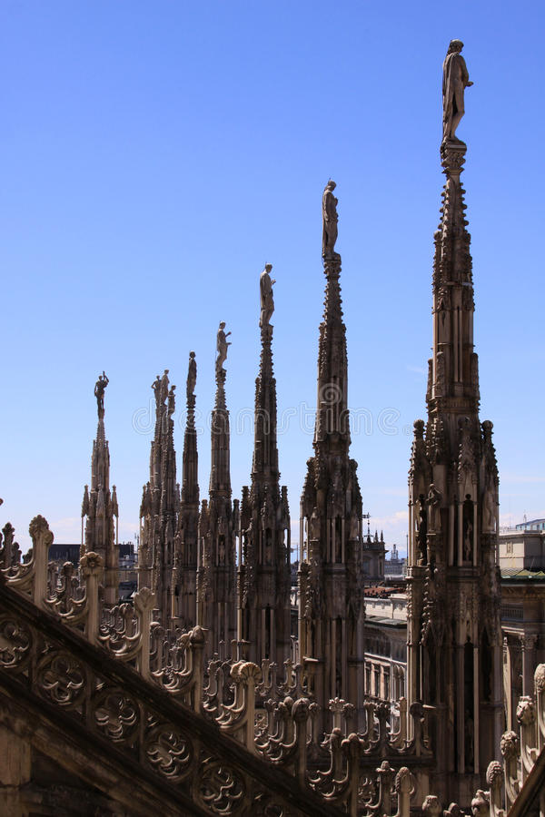 米兰大教堂(中央寺院二米兰)雕象细节 库存图片