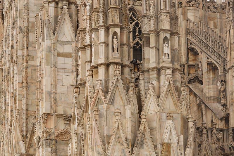 Download 米兰大教堂 库存图片. 图片 包括有 米兰, 意大利语, 拱道, 柱子, 外部, 布琼布拉, 哥特式, 宗教信仰 - 59107209