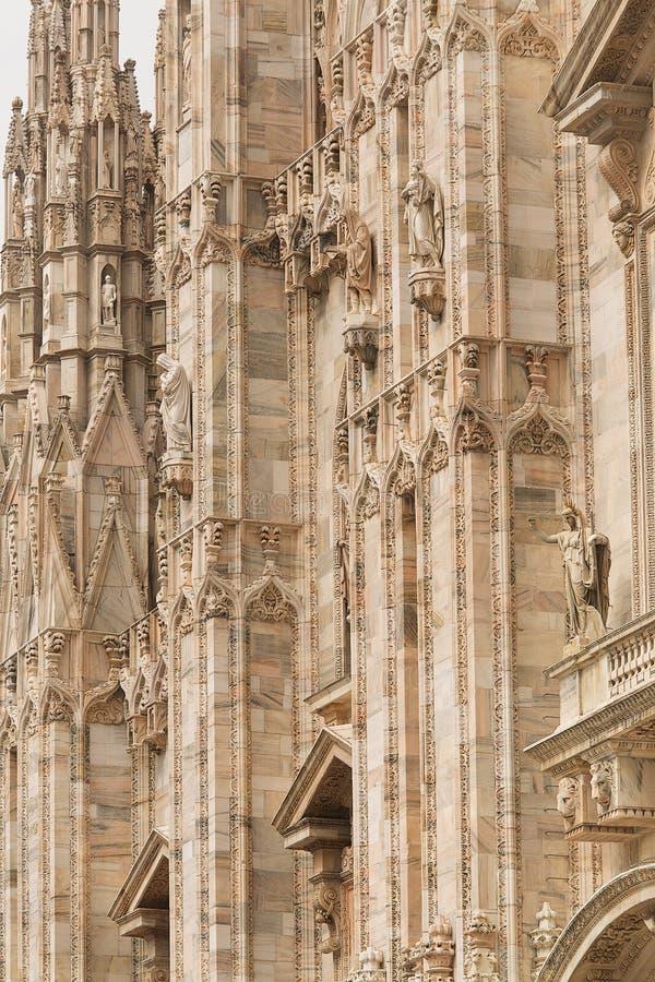 Download 米兰大教堂 库存图片. 图片 包括有 外部, 布琼布拉, 大教堂, 教会, 柱子, 哥特式, 拱道, 宗教信仰 - 59107261