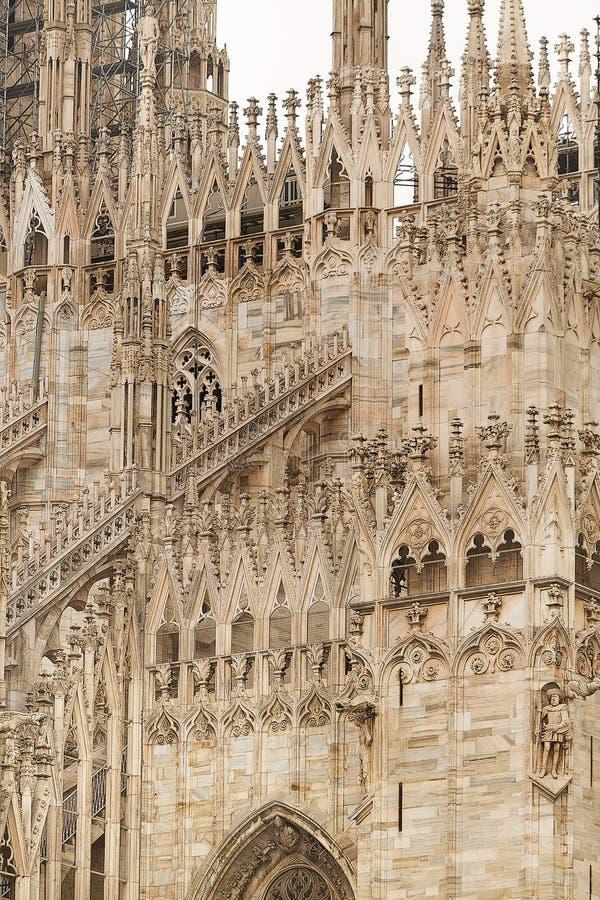 Download 米兰大教堂 库存图片. 图片 包括有 大教堂, 宗教信仰, 哥特式, 外部, 柱子, 米兰, 意大利, 布琼布拉 - 59110093
