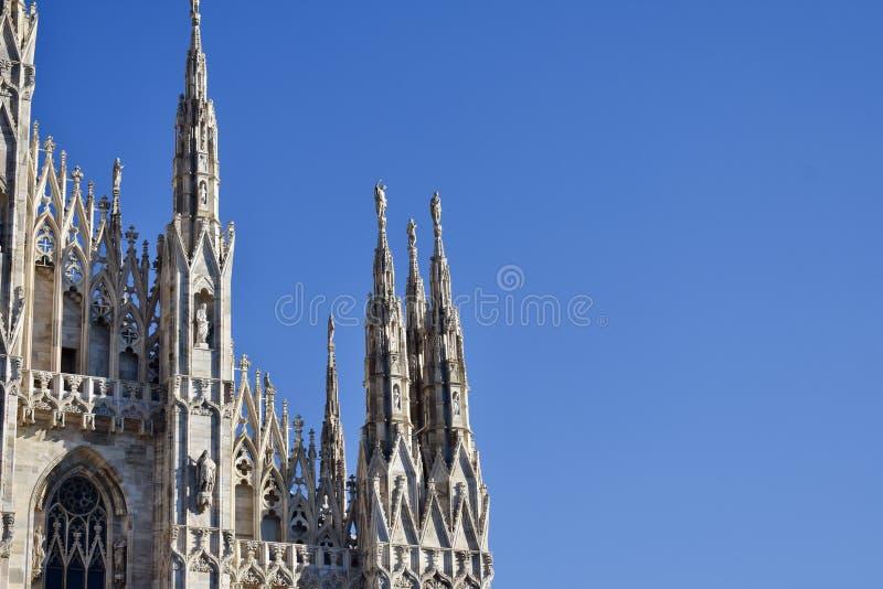 米兰细节中央寺院在蓝天的 免版税库存照片