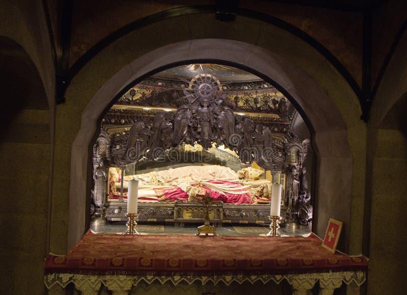 米兰,意大利,圣安布罗塞教会 有圣安布罗塞遗骸的土窖  免版税库存图片
