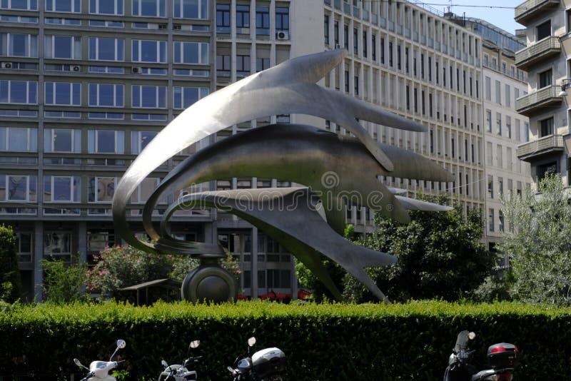 米兰,意大利- 2018年8月10日:Carabinieri纪念碑,雕刻家卢西亚诺Minguzzi,广场戴兹,米兰, Lombardia,意大利 图库摄影