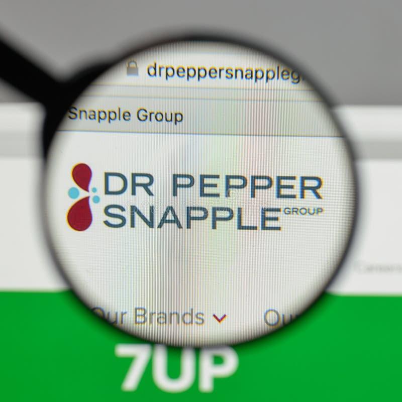 米兰,意大利- 2017年8月10日:Pepper Snapple Group博士商标 库存图片