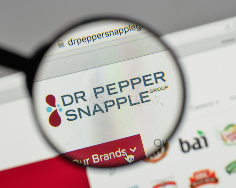 米兰,意大利- 2017年8月10日:Pepper Snapple Group博士商标 库存照片