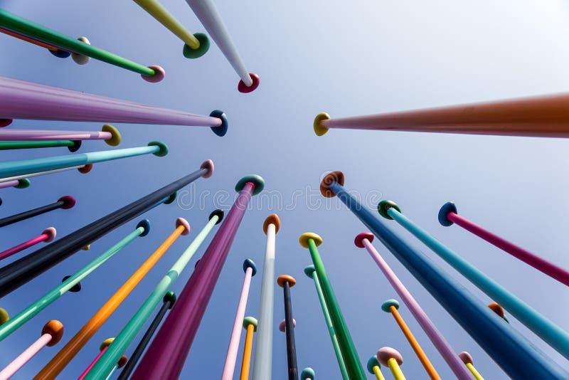 米兰,意大利2019年5月4日 :五颜六色的稀薄的杆低角度反对天空蔚蓝的 正面和明亮的背景概念 免版税库存照片