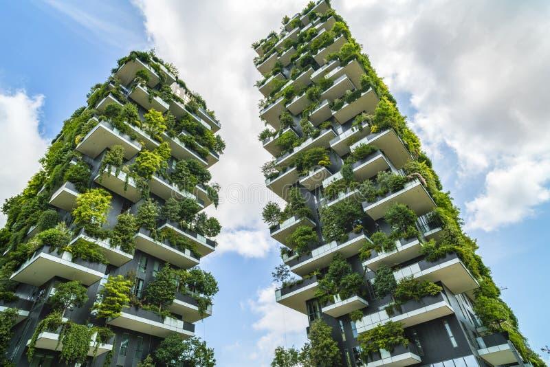 米兰,意大利- 2017年5月28日:博斯科Verticale垂直的森林l 免版税库存图片