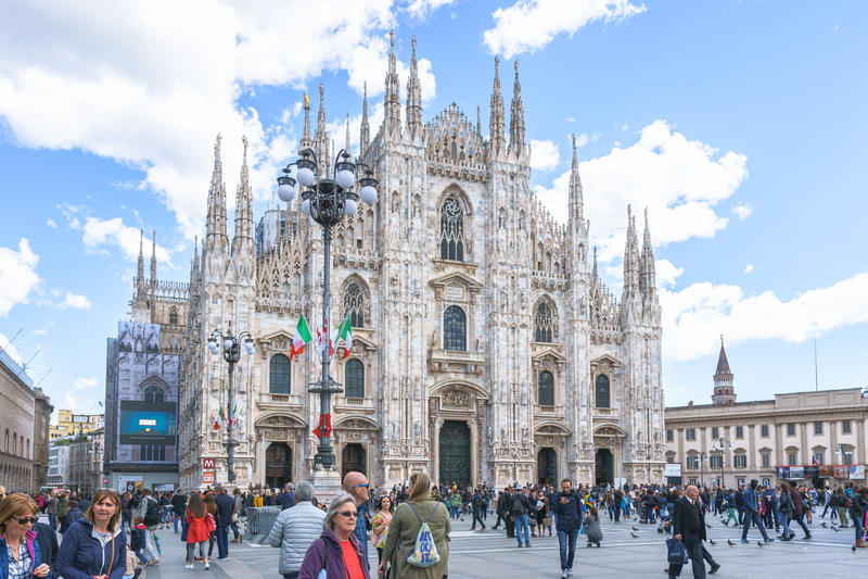 米兰,意大利- 2017年4月28日:著名米拉白天正面图  库存图片