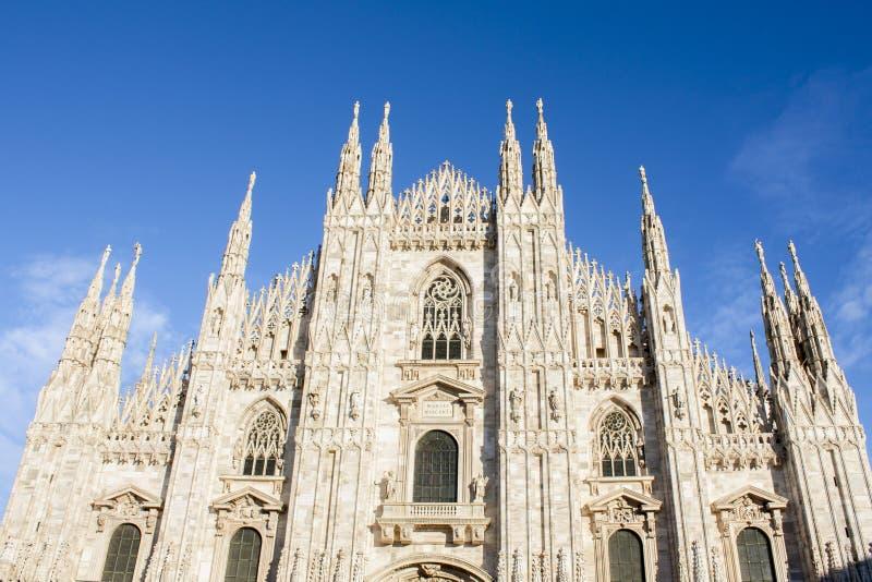 米兰,意大利- 2016年2月11日 中央寺院二米兰,米兰大教堂著名意大利地标,主要大教堂教会 正面图 库存照片