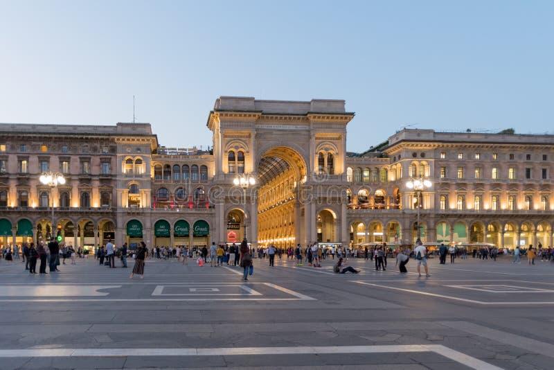 米兰,维托里奥Emanuele II画廊在晚上 图库摄影