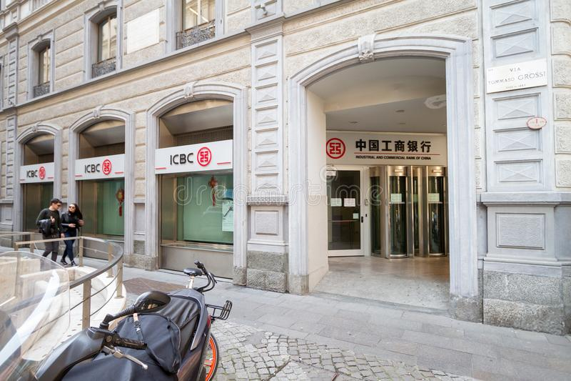 米兰:中国银行,意大利的Windows和标志 免版税库存图片