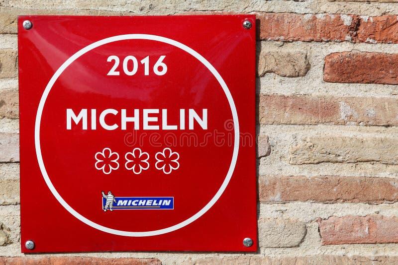 米其林餐馆3担任主角在墙壁上的标志 库存照片