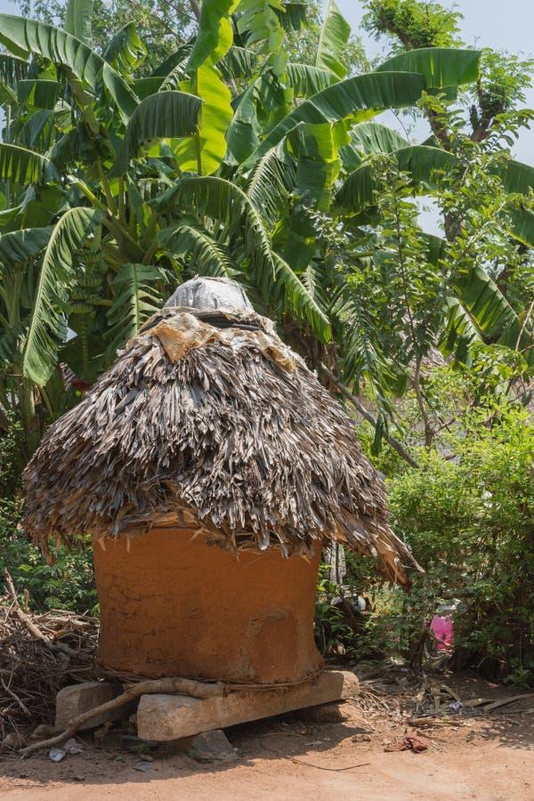 Download 米存贮棚子 库存照片. 图片 包括有 保护, 自然, 吠声, 印度, 小屋, 存储, 保留, 棚子, 系列 - 72374832